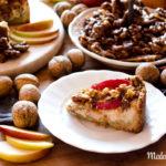 Herrlich Herbstlicher Apfelkuchen mit Karamellsauce und Walnüssen