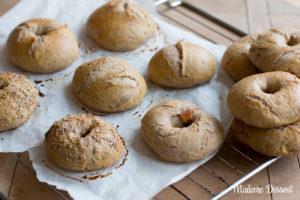 Süße Frühstücksbagel mit Zimt & Früchten | Rezept