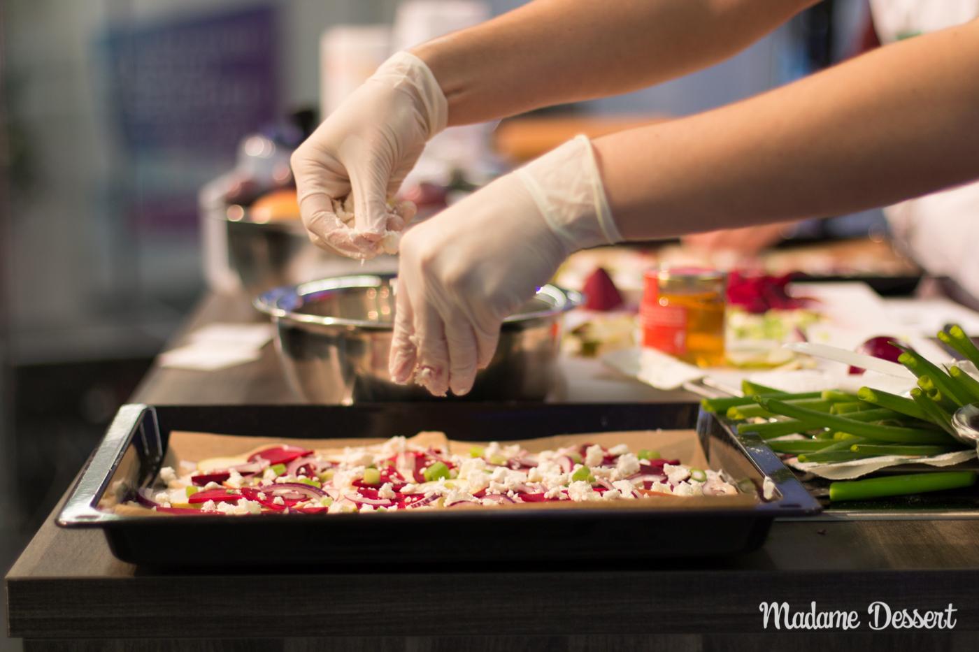 Livekochen auf der Consumenta & Pflaumen Crumble | Madame Dessert