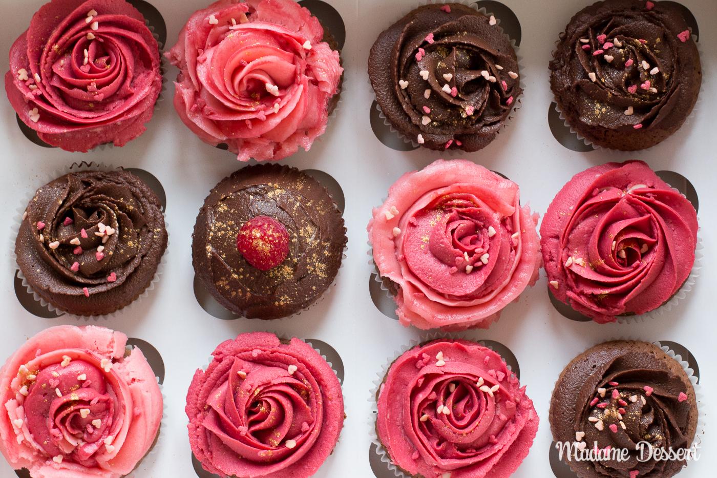 Schokoladencupcakes mit himbeerigen Buttercremerosen | Madame Dessert
