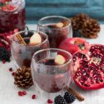 Winterlicher Herzerwärmer –Alkoholfreier Punsch mit Apfel, Brombeere & Granatapfel