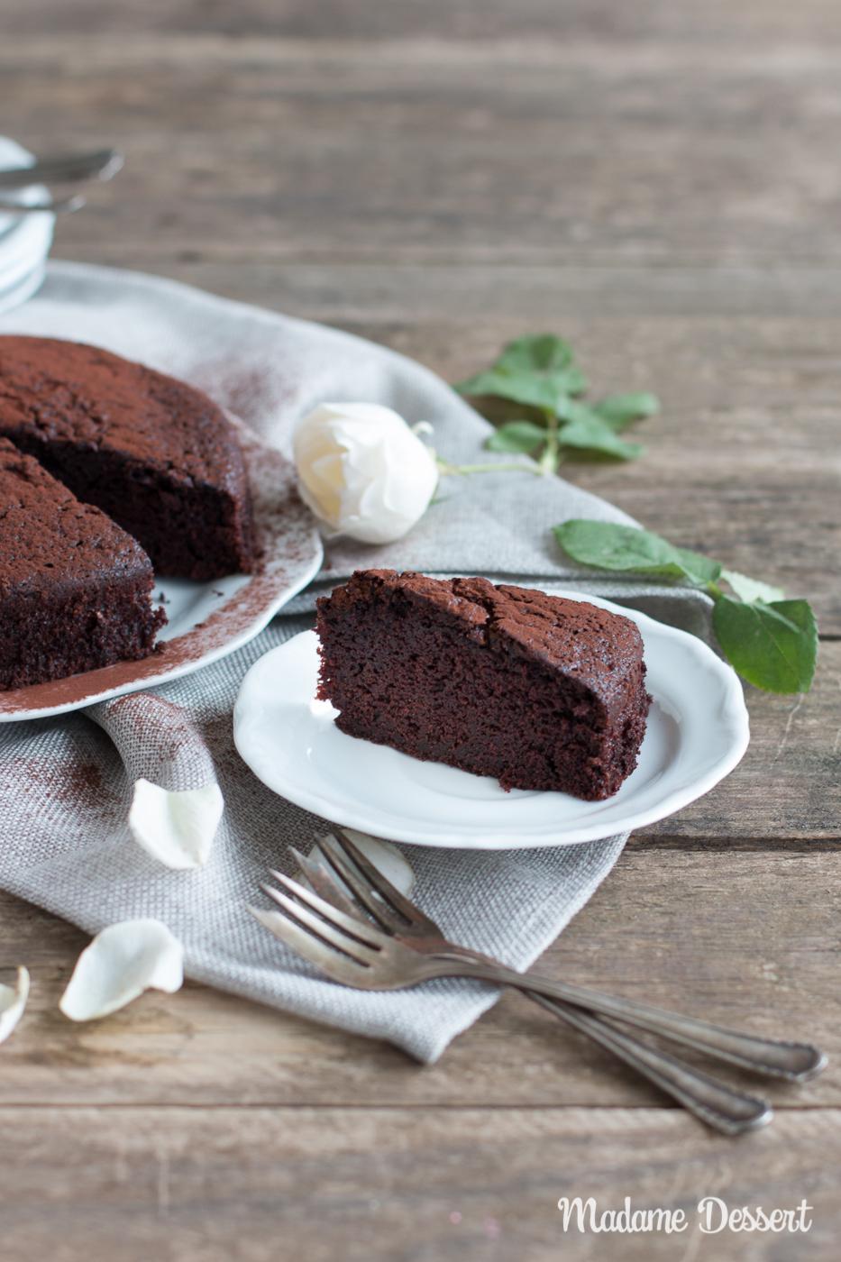 Super saftiger Schokoladenkuchen mit Buttermilch | Madame Dessert
