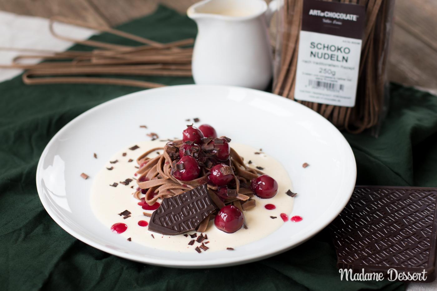 Schokonudeln mit Vanillesauce & heißen Kirschen   Madame Dessert