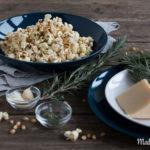 Selbstgemachtes Popcorn mit Rosmarin & Parmesan
