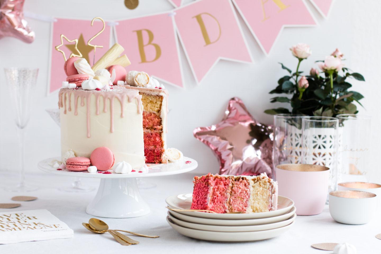 Candy Drip Cake Geburtstagstorte mit Himbeeren & Kokos