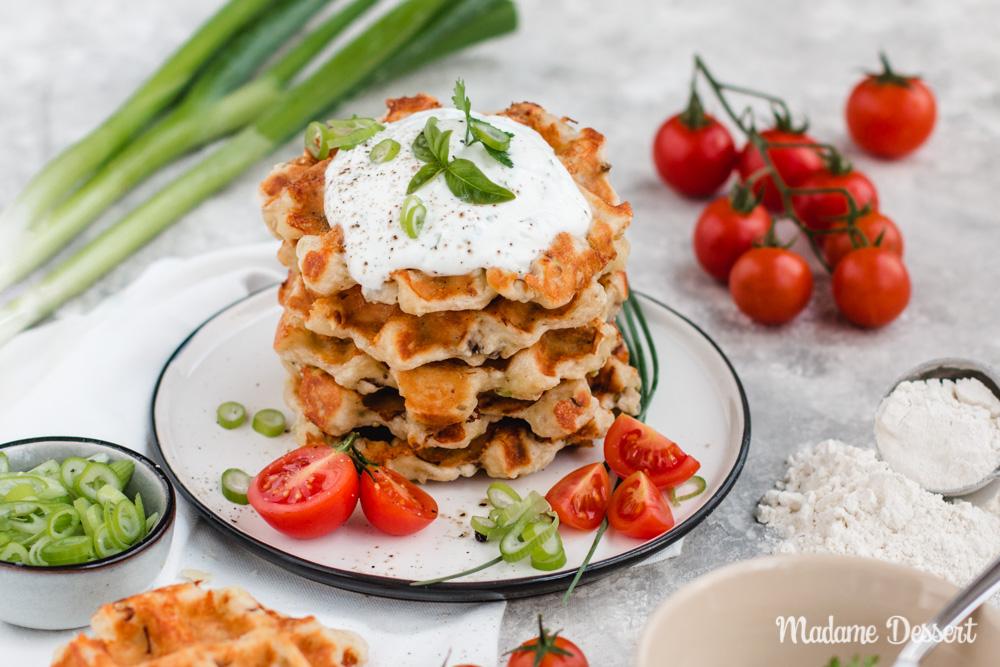 Herzhafte Waffeln mit Käse - vegetarisch | Madame Dessert