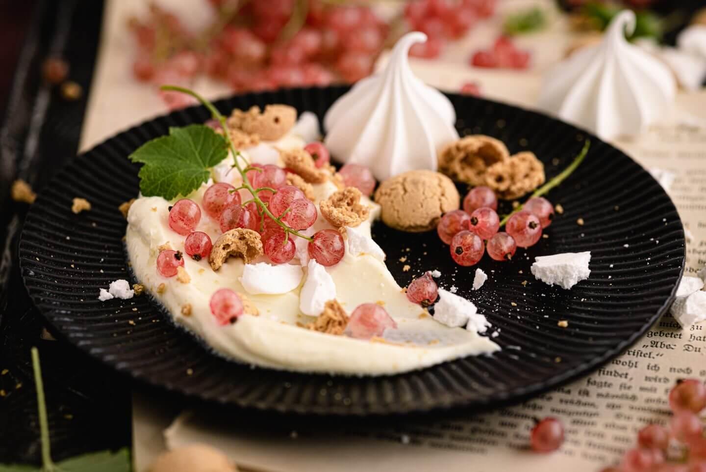 5 Minuten Dessert mit Johannisbeeren